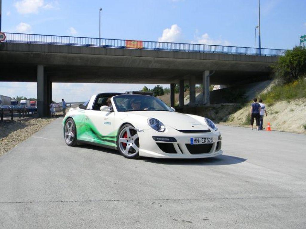 Elektromos sportautó az M0 munkaterületén 3
